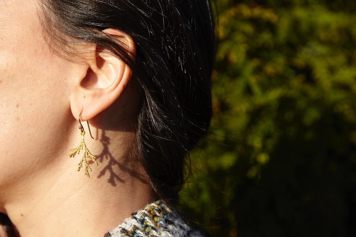 TUYA - Boucles d'oreille ref.M avec crochet mobile et finition plaqué or