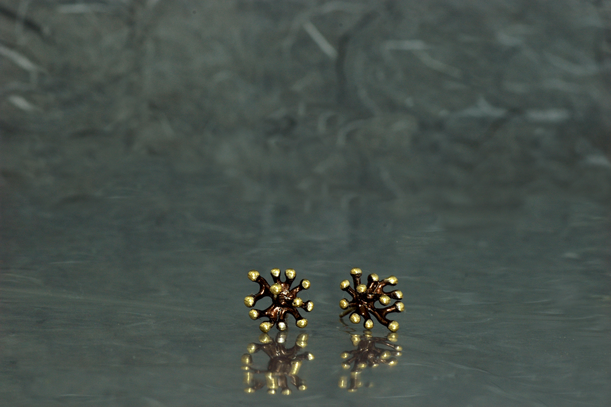 ANEMONA - Stud earrings, ref.P, with galvanized finish and gold plated