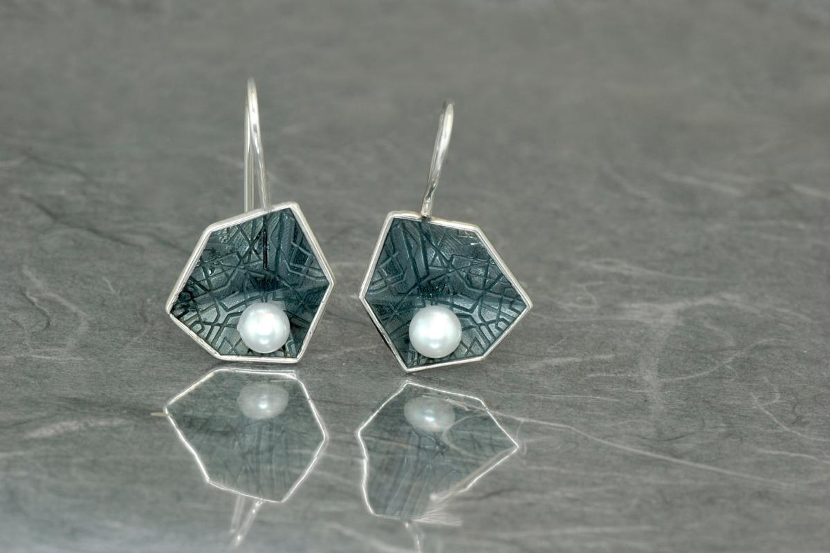 HEXAGONAL PERLA - Pendientes M de gancho fijo, con perla