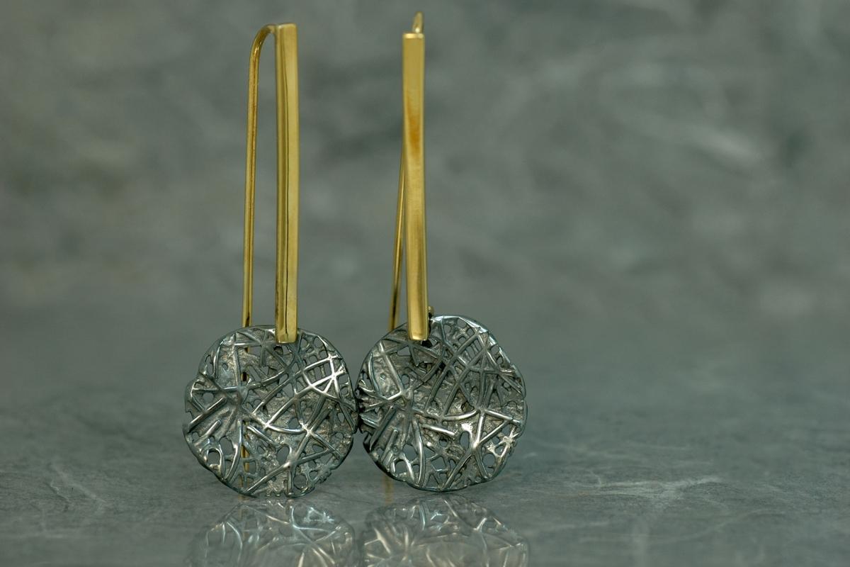 EVOQUE - Boucles d´oreille P pression tige longue B2, avec finition oxyde d´argent et plaqué or 18 carats