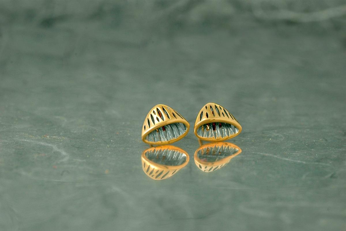 AVATAR - Pendientes PP de presión, con acabado galvanizado y chapado en oro