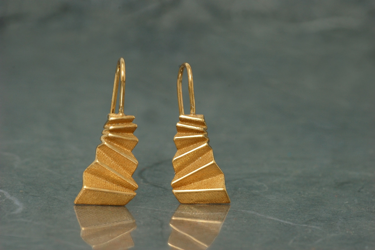 ORIGAMI - Fixed hook Earrings M, gold plated