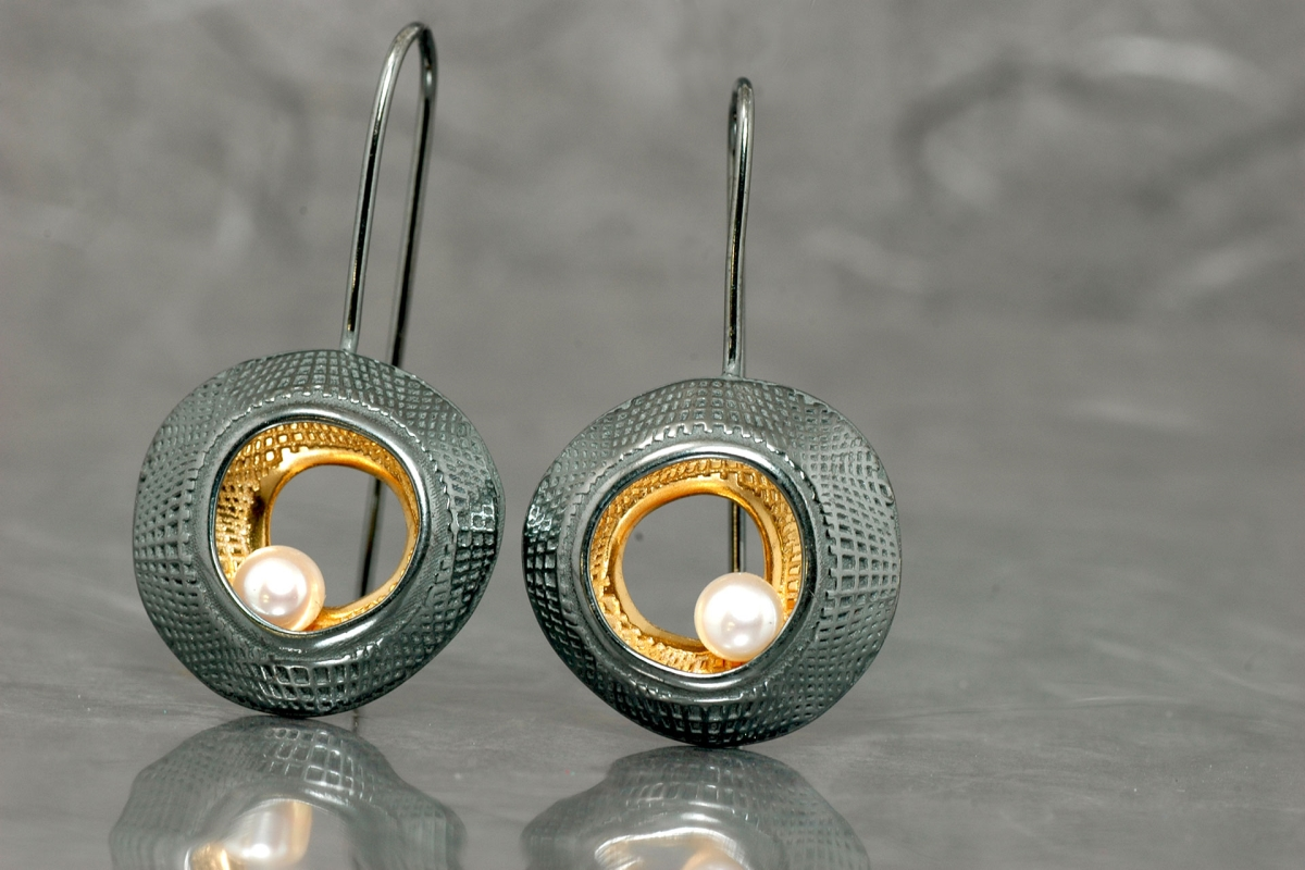 DUE - Fixed hook Earrings M, with pearl, galvanized finish and gold plated - Galicia Calidade