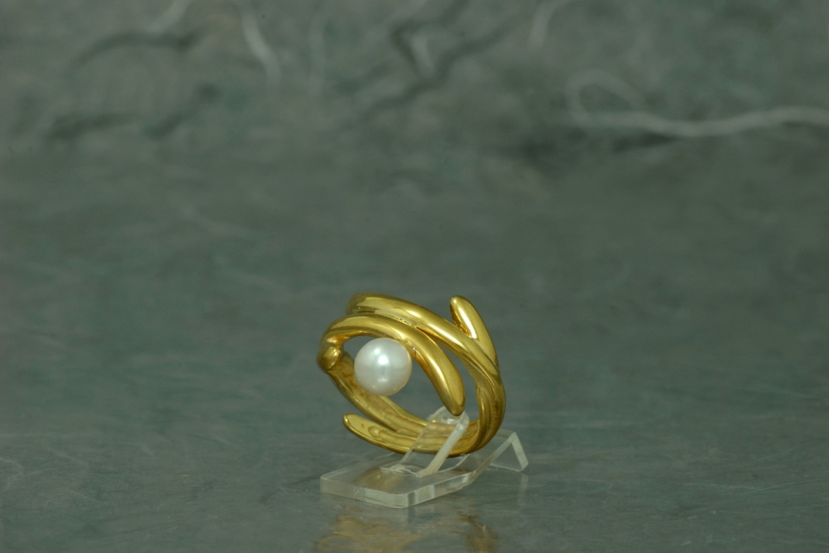 POLA - Ring SG, with pearl and gold plated