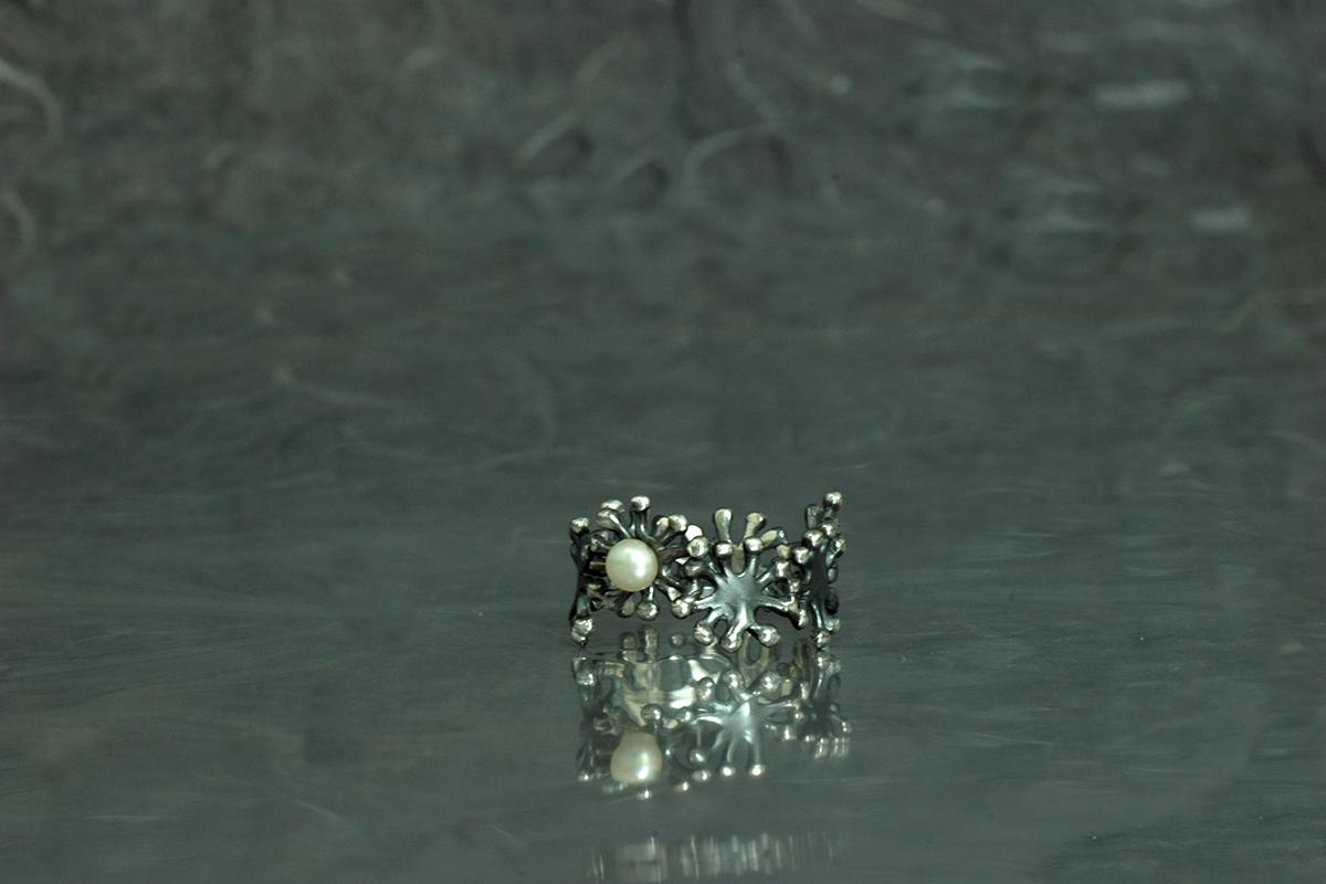 ANEMONA - Anillo ref. SG, con acabado óxido y con perla cultivada