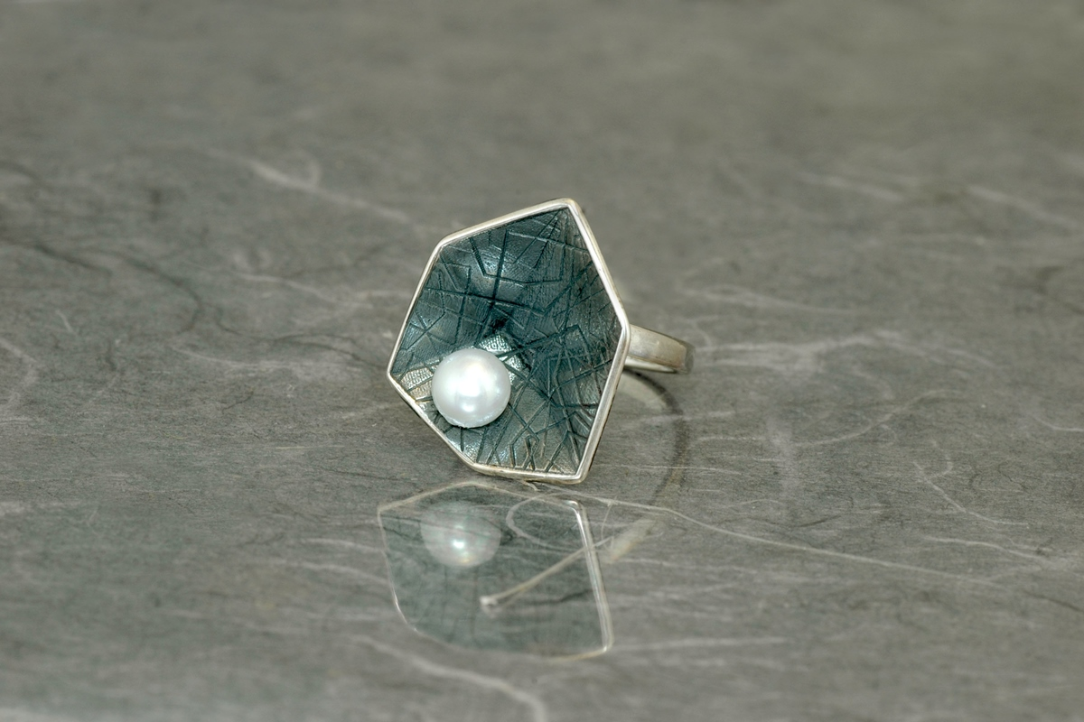 HEXAGONAL PERLA - Ring ref.G, with a pearl