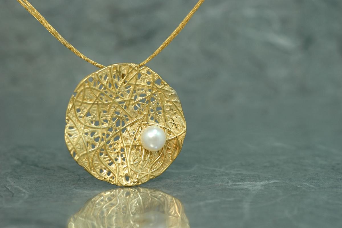 EVOQUE PERLA - Pendentif G, avec perle  et plaqué or 18 carats
