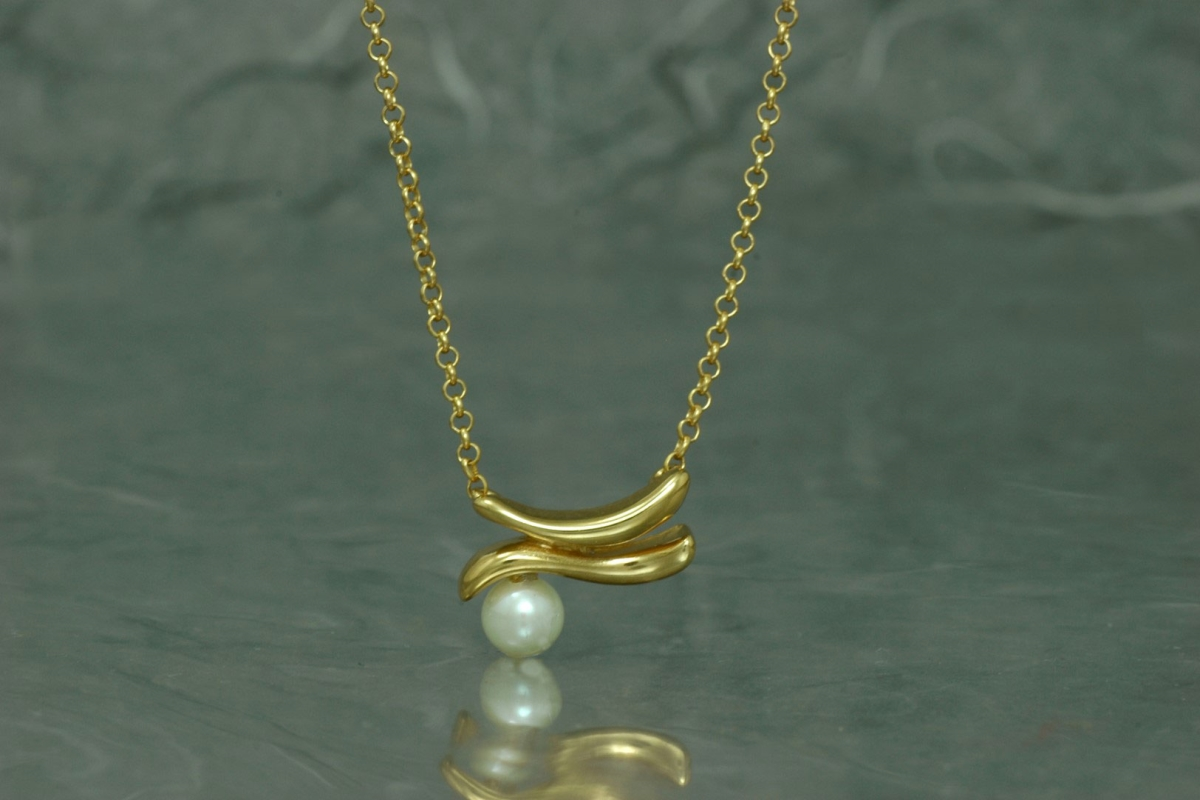 ZIGNUS - Necklace M, with pearl and gold plated