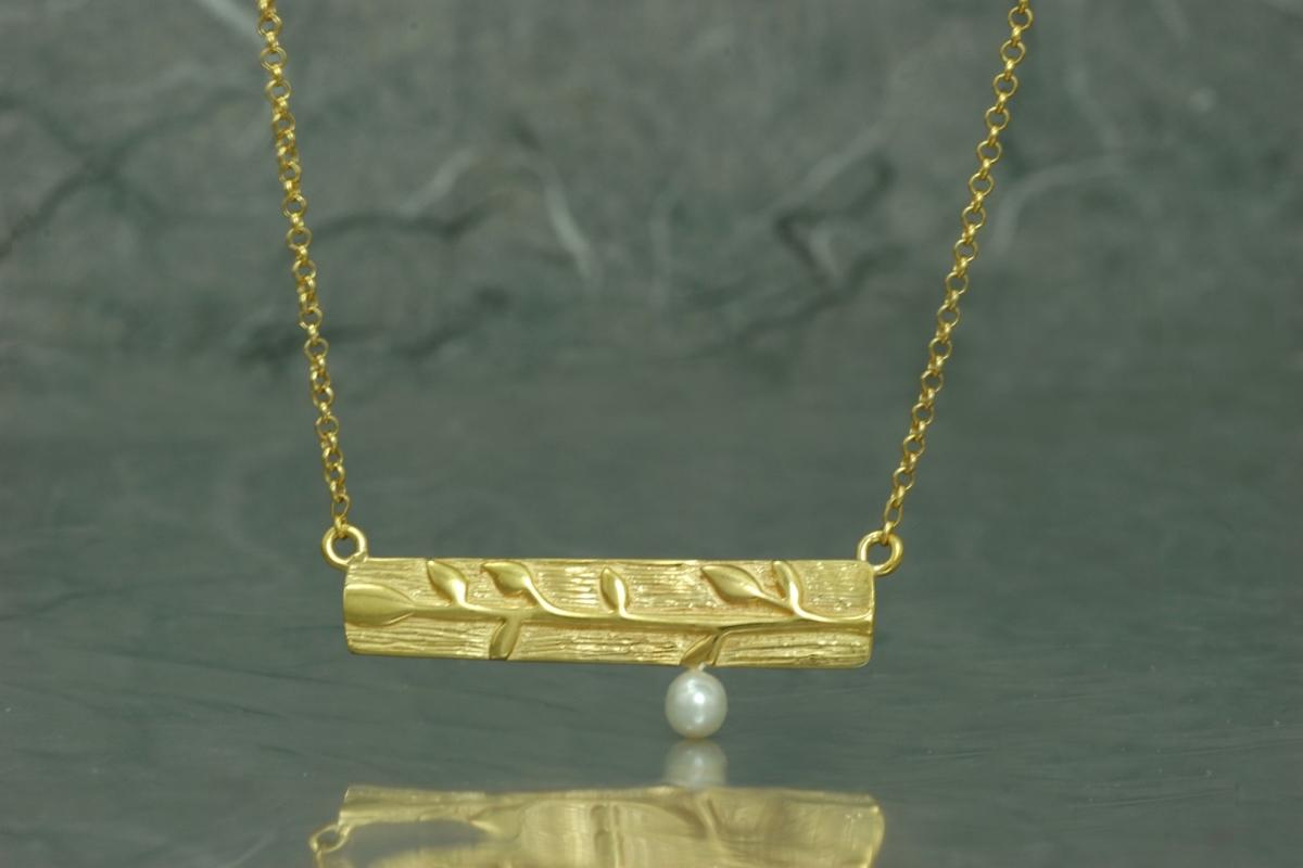 BAMBU - Gargantilla G, con perla y acabado chapado en oro