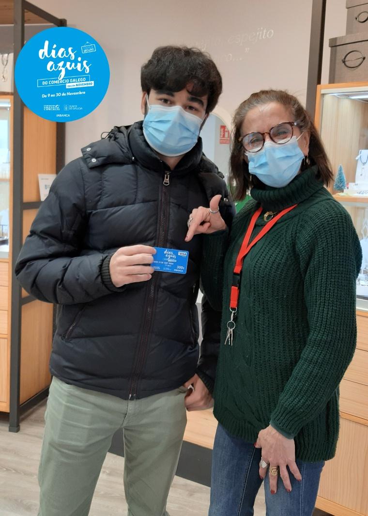 Hemos entregado una de las tarjetas de 300,00€ de la campaña Días Azuis