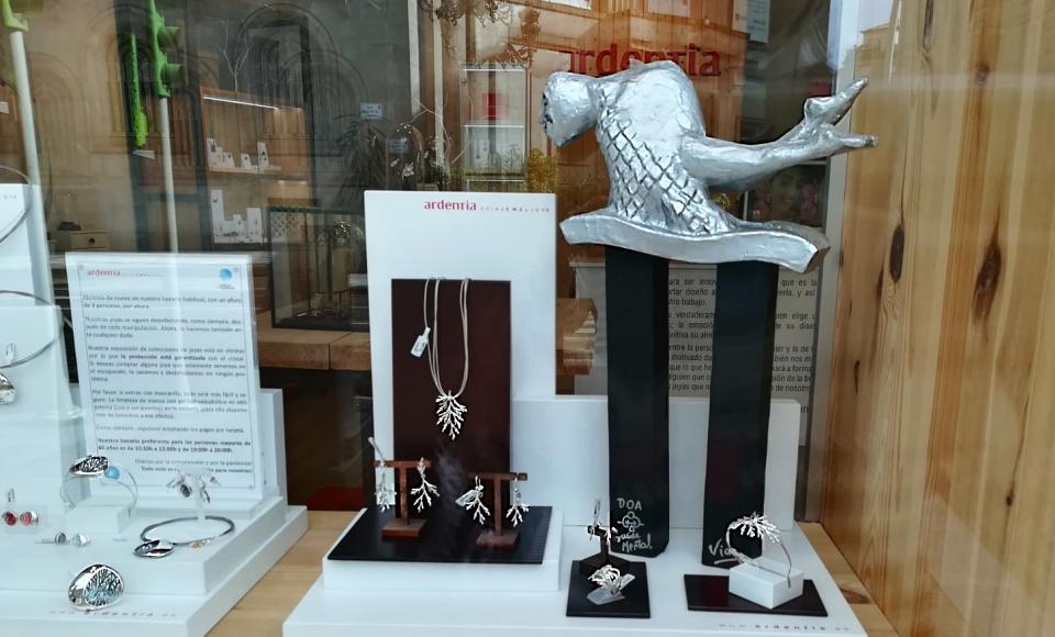 Nuestra tienda de Vigo luce una escultura muy especial