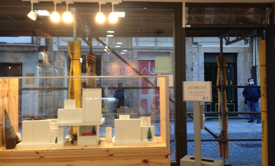 Obras en la fachada de nuestra tienda de Coruña